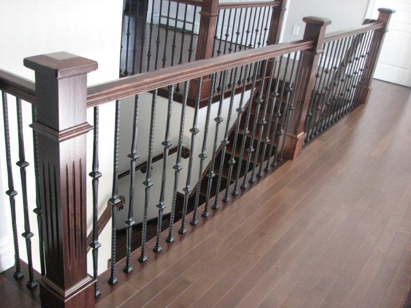 Oversized Fluted Box Newels & Hammered Spoon Metal Balusters - Picture #8
